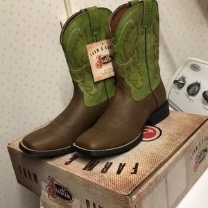 New in Box Justin Farm and Ranch Cowboy Boots